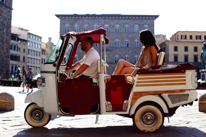 Firenze in tuk-tuk: un tour guidato inedito per scoprire la città